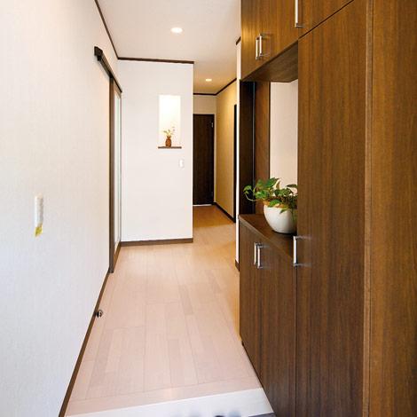 水田建設【1000万円台、二世帯住宅、間取り】おしゃれなシューズクロークが印象的な玄関