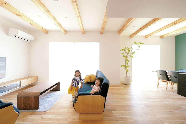 木のやさしさに包まれて子どもと一緒に遊べる家
