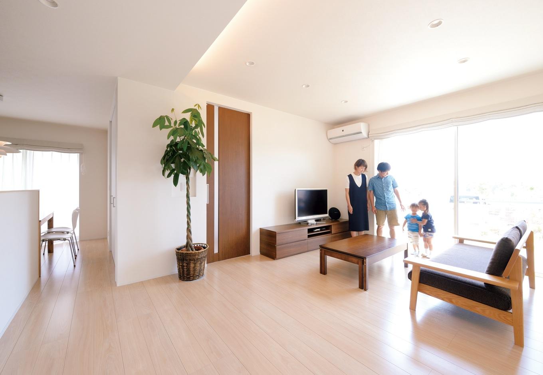 家事と育児と庭のある暮らしを夫婦で楽しむ高性能住宅