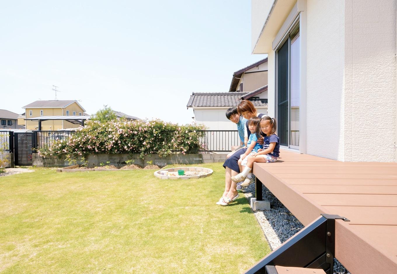 幹工務店【子育て、収納力、省エネ】広い庭と室内をつなぐウッドデッキは縁側のようにくつろげる