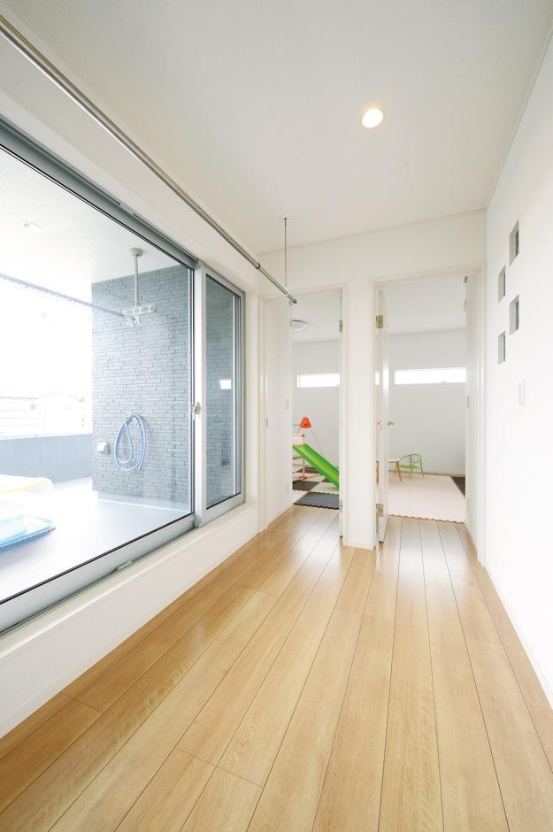 幹工務店【子育て、収納力、間取り】2階ホールには雨の日用の洗濯物干しを設置