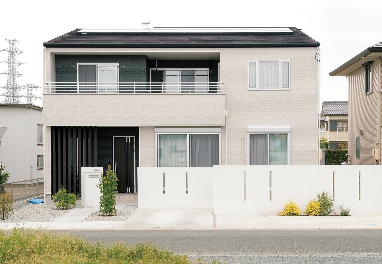 幹工務店【子育て、収納力、間取り】玄関まわりとバルコニーの壁を黒にすることでシンプル&シックな印象に