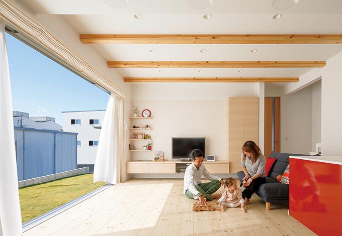 フルオープンサッシからたっぷりの光と風を招く家