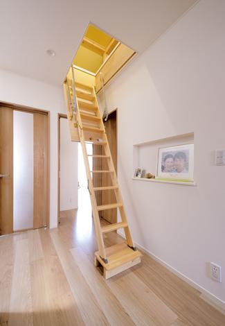 幹工務店【収納力、間取り、平屋】屋根裏に8畳分の大きな収納スペースを用意。平屋の弱点をみごとに解消