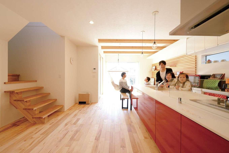 幹工務店【子育て、自然素材、間取り】学校から帰ってきたら必ずママの顔を見てから階段を上がる「ただいま動線」