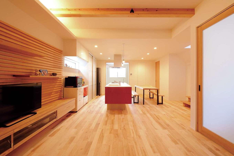 幹工務店【子育て、自然素材、間取り】木のぬくもりと自然素材のやさしさが心地いいLDK。造作のたたずまいも美しい