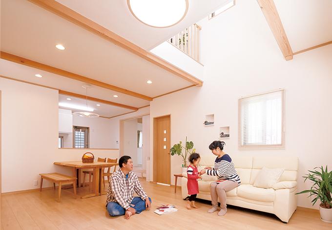 木の温もりと愛情を感じる 伸びやかで明るい二世帯住宅