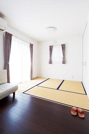 Um House(マル祐戸田建築)【1000万円台、デザイン住宅、間取り】大人も子どももいつでもゴロンと横になれる畳コーナーは、ホッと落ち着く癒しのスペース