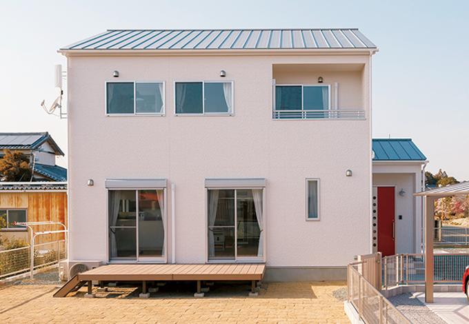 Um House(マル祐戸田建築)【1000万円台、子育て、収納力】外観のデザインにもこだわった奥さま。ベランダの面積を減らしたことで、コストダウンすると同時に、南面もすっきりとカッコ良くなった