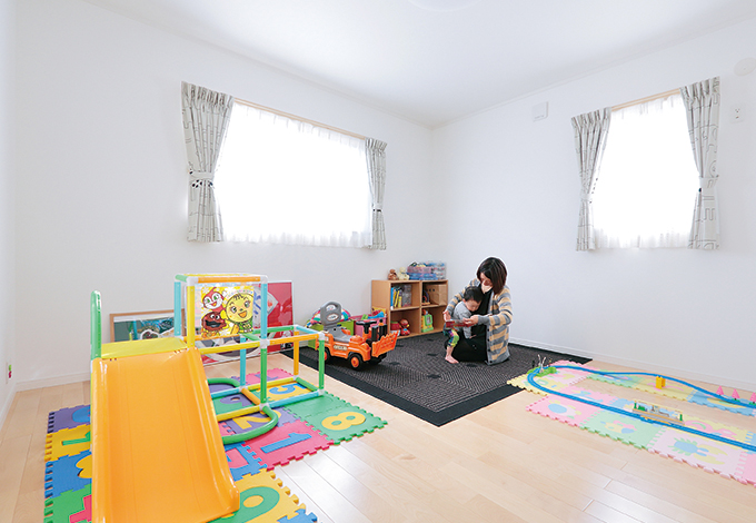 Um House(マル祐戸田建築)【収納力、二世帯住宅、間取り】採光たっぷりの明るい子ども部屋