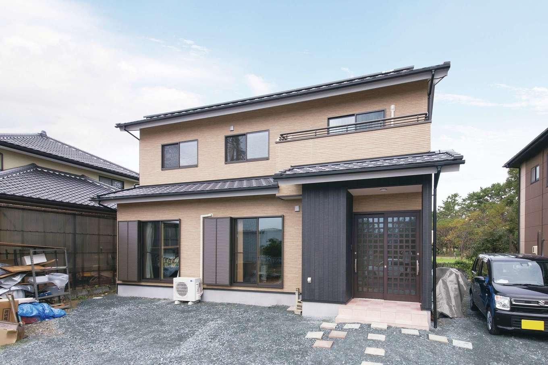 Um House(マル祐戸田建築)【和風、二世帯住宅、間取り】飽きのこない和モダンスタイルの外観。これからサンルームを設置する予定