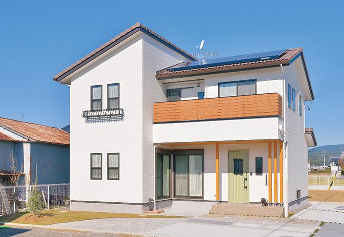 ほっと住まいる【収納力、自然素材、間取り】屋根には太陽光発電付き。カフェのようにコーディネートされた34坪の空間すべてが奥さまのお気に入り