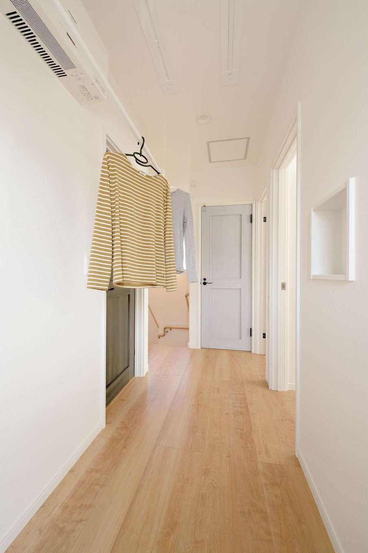 ほっと住まいる【自然素材、省エネ、間取り】部屋干しできるユーティリティスペースは共働き夫婦のマストアイテム