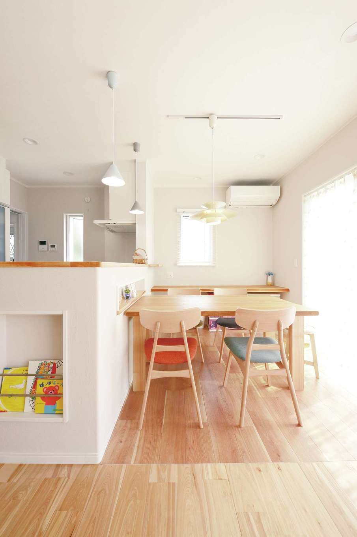 ほっと住まいる【子育て、自然素材、間取り】ダイニングテーブルは家の雰囲気に合わせて造作してもらった