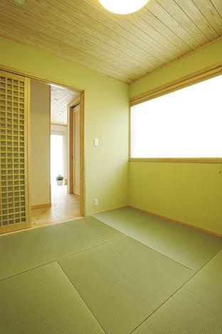 ハンドメイド【子育て、収納力、自然素材】リビングを通らずに出入りできる和室は、ゲストの寝室としても活用できる