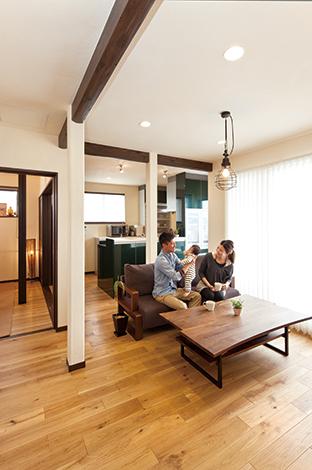 花みずき工房|2つの洋室の壁を撤去してつなげた開放的なLDKに。左奥は子ども部屋