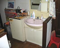 以前は離れていたトイレと洗面所を横に並べたことで快適な動線に
