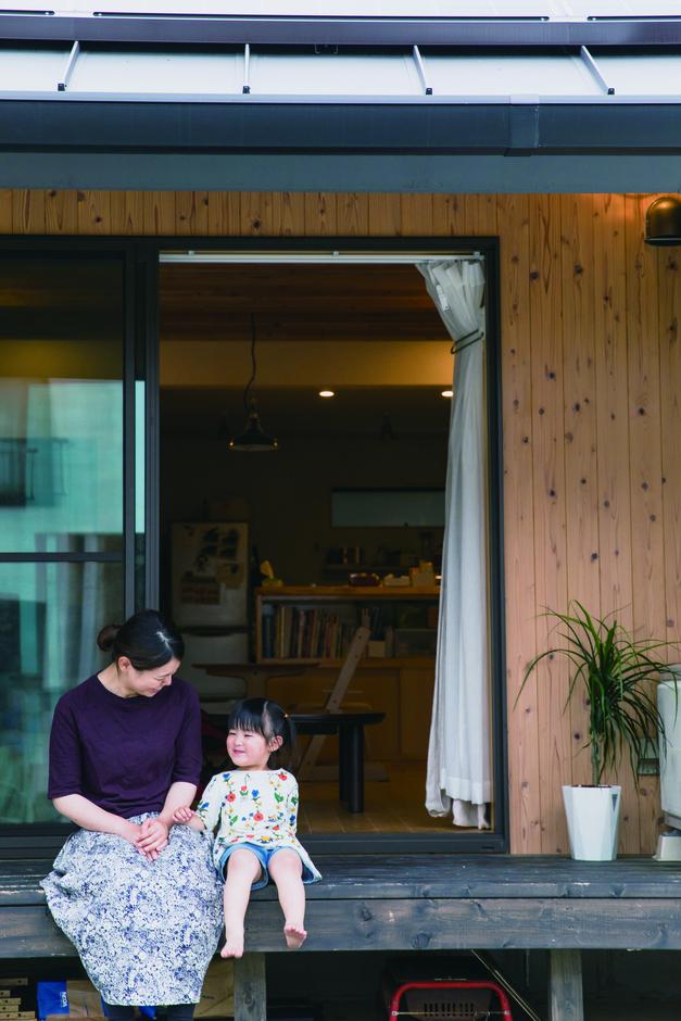 ひのきの家 静岡県家づくり浜松協同組合 | 深い軒、縁側、ひのきの香り… 都会で楽しむカントリーライフ