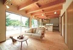 天然木のさわやか空間で、 自分らしい暮らしを楽しむ家