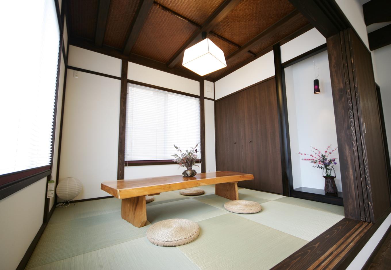 住まいるコーポレーション【デザイン住宅、趣味、自然素材】和室はシンプルにまとめながらも、木の色合いを統一し、アジアンモダンの空間に調和させた
