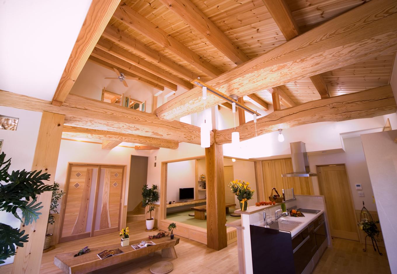 三世代6人の暮らしを包む自然素材100%の住空間