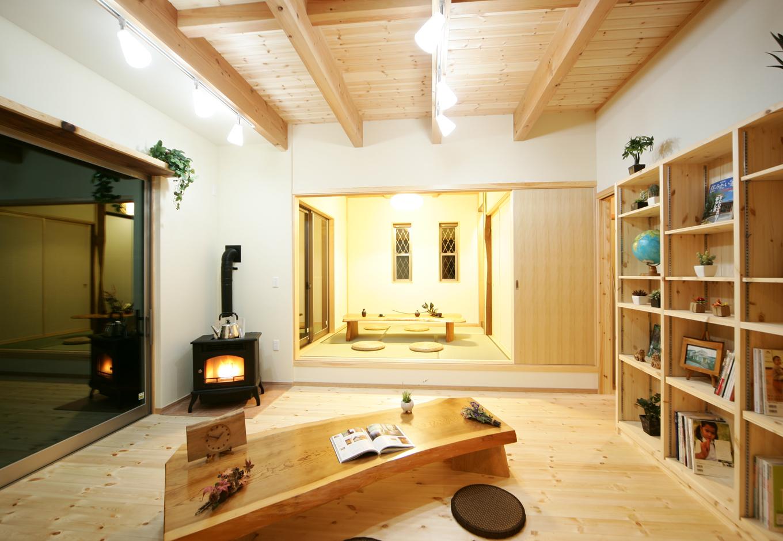 ゆらめく炎を眺めながらゆったりと過ごす自然素材の家