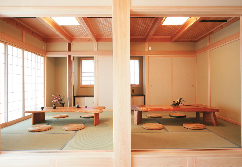 住まいるコーポレーション【和風、自然素材、省エネ】二間続きの和室。大黒柱はひのきで畳の下は収納スペースになっている
