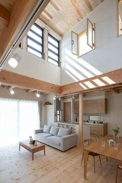 家事ラクと収納のアイデアが満載の無垢+珪藻土の家