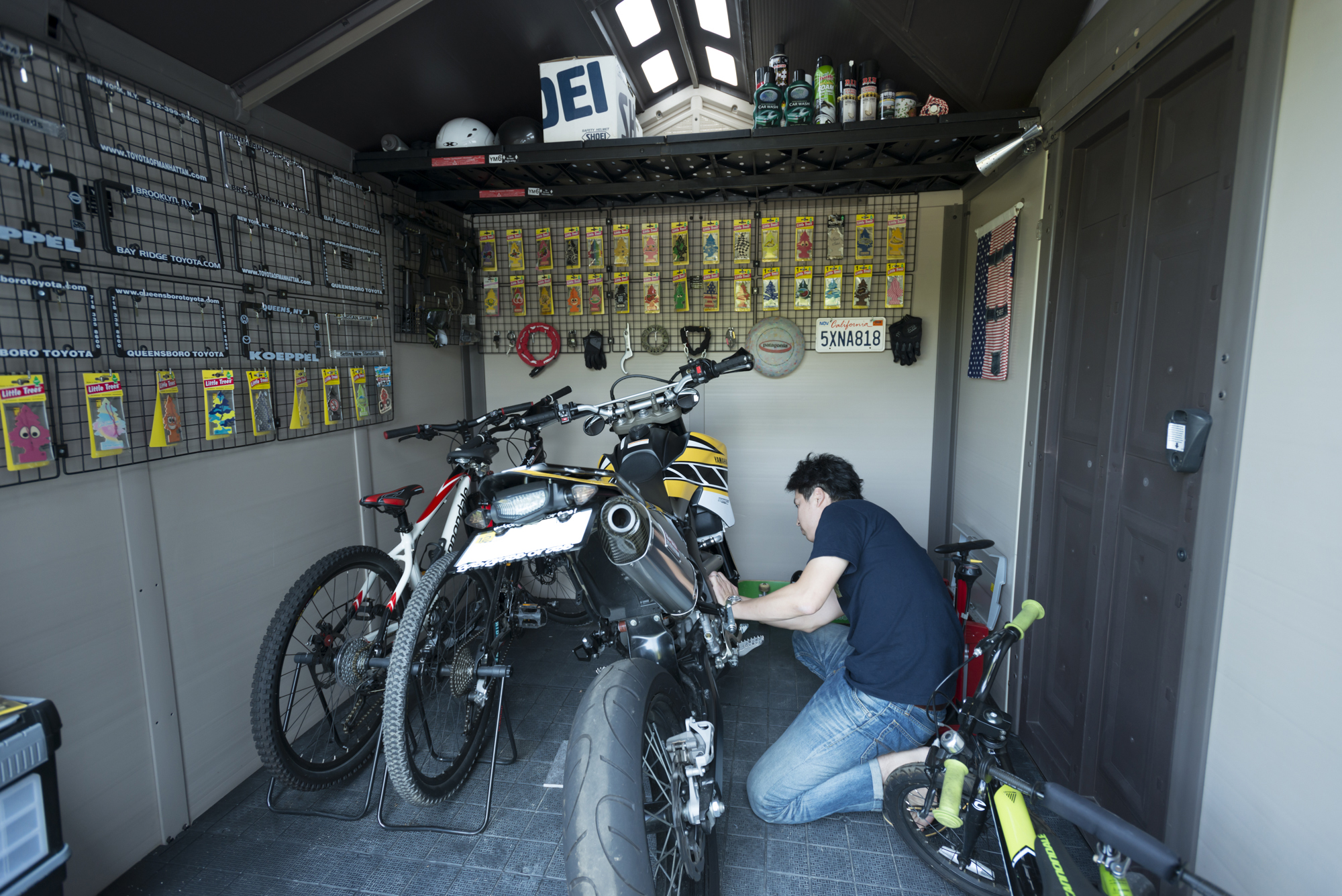 ご主人の趣味のひとつであるバイクを楽しむためのインナーガレージ
