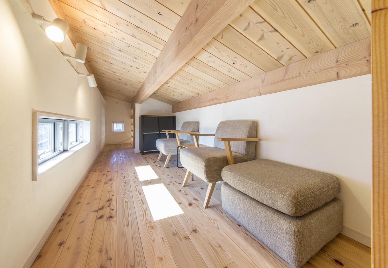住たくeco工房【1000万円台、自然素材、ペット】ひとつの部屋として使える広々とした小屋裏収納。天井高1400mm以下で、課税対象にならないボーナス空間だ