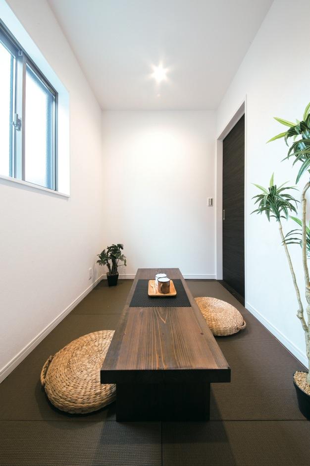 住たくeco工房【1000万円台、子育て、自然素材】飾り棚を開けるとなんとそこは和室。遊び心と機能を両立!