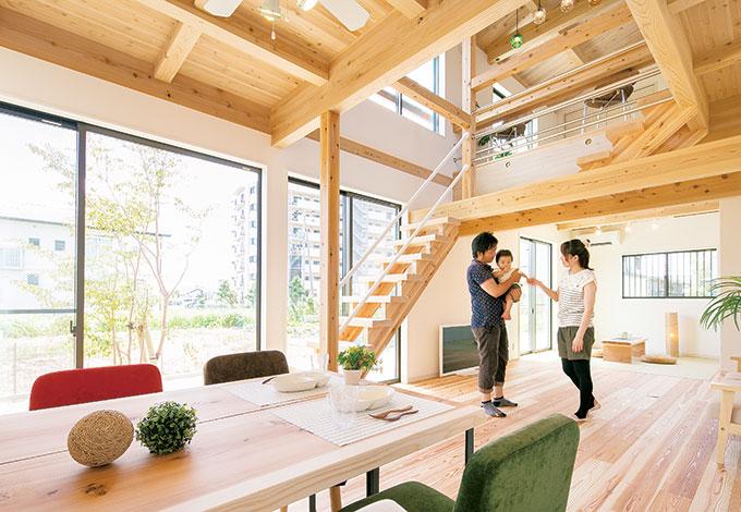 若夫婦の夢を予算内で叶えた カフェスタイルの木の家