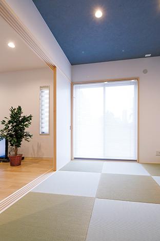 四季彩ひだまり工房 高田工務店【子育て、収納力、二世帯住宅】モダンなスタイルに仕上げた和室はいつもオープンにして、リビングとひとつながりに