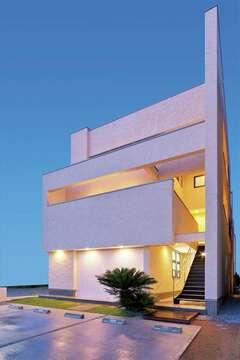 SE構法で夫婦の夢を叶えた3階建て・店舗併用住宅