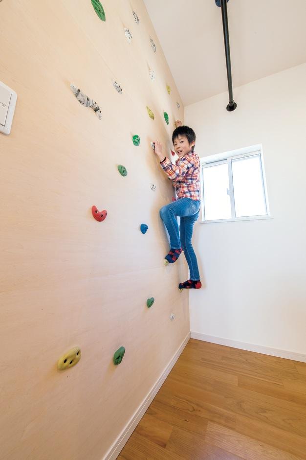 幸和ハウジング【デザイン住宅、狭小住宅、屋上バルコニー】納戸の壁面をボルダリングできるように有効活用