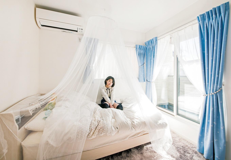 幸和ハウジング【デザイン住宅、狭小住宅、屋上バルコニー】日当たりのいい長女の部屋。好みの色合いでコーディネート