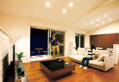 """期待以上の広さ、便利、上質感""""これから""""も溶け込む平屋の家"""