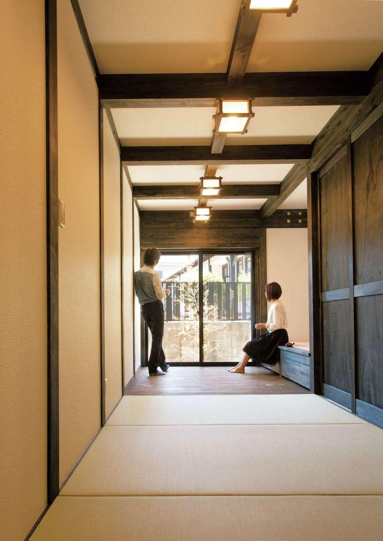 サイエンスホーム【1000万円台、趣味、自然素材】畳の間と板の間を繋げた母の主寝室。板の間には畳ベッドもある。玄関からもアクセスしやすいので、将来的にも安心