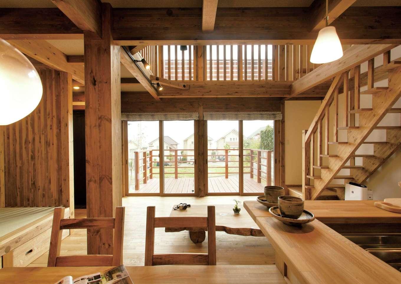 サイエンスホーム【デザイン住宅、自然素材、省エネ】目線がタテ・ヨコに伸びる開放的な空間