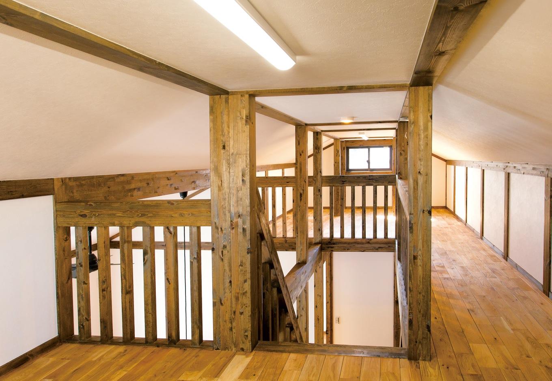 サイエンスホーム【デザイン住宅、和風、自然素材】南北の二面採光で明るさと風通しを確保した14 畳のロフト。雛人形や五月人形などもすっぽり収納できる