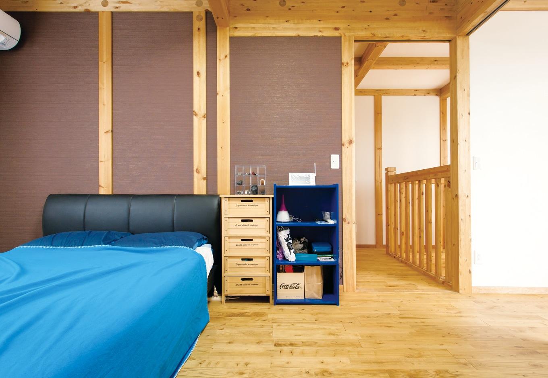 サイエンスホーム【趣味、省エネ、間取り】2階寝室は、壁の一部をブラウンに変えてシックに