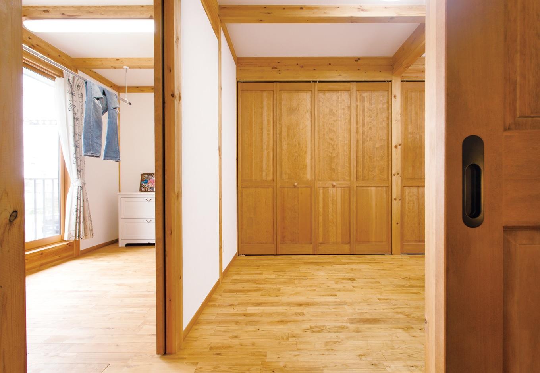 サイエンスホーム【趣味、省エネ、間取り】寝室にウォークインクローゼットは造らず、代わりに洗濯物を干すユーティリティスペースを設けた