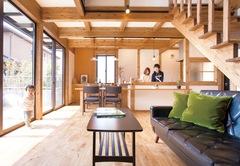 1,000 万円台で夢実現! おうちカフェのある木の家