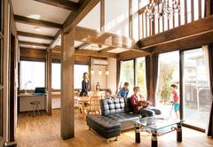 2つの伝統スタイルを軸にヴィンテージ感を楽しむ家