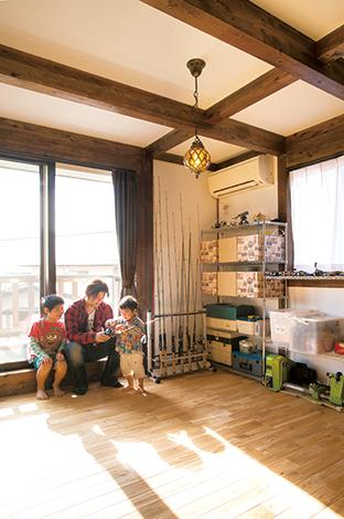 サイエンスホーム【1000万円台、輸入住宅、インテリア】2階の趣味部屋には、ご主人がそろえる釣り道具類がズラリ