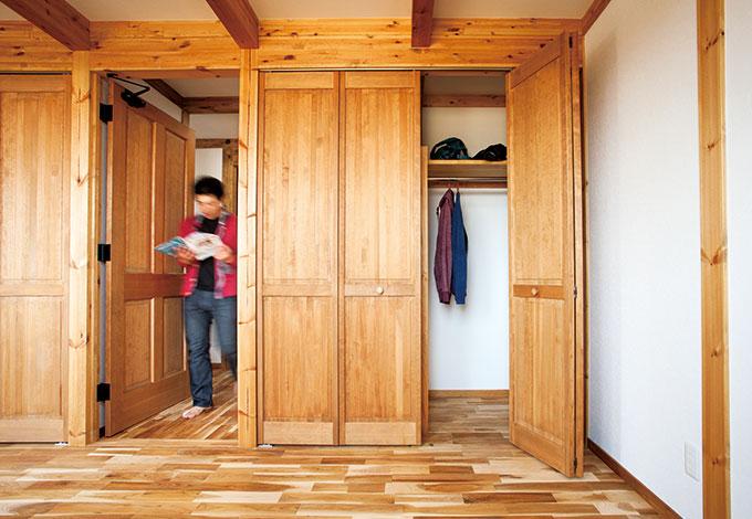 サイエンスホーム【1000万円台、和風、間取り】建具もすべて無垢の木を使い、クローゼット扉の手触りもなめらか