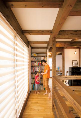 サイエンスホーム【1000万円台、デザイン住宅、間取り】フリースペースに造作したライブラリーコーナー。広い空間でピアノやギター演奏も存分に楽しめそう