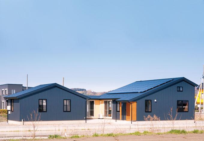 変形地を最大限に活かした縦長の平屋建て。LDKと子ども室の間にテラスを設置