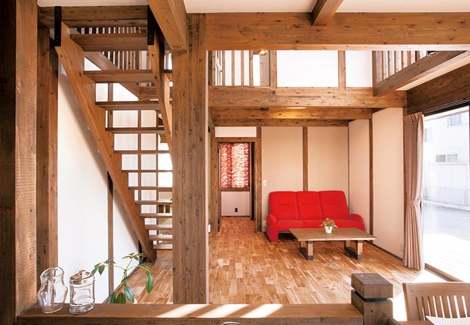 サイエンスホーム【1000万円台、子育て、収納力】キッチンに立つ奥さまは吹抜けを通じて子ども部屋の様子が見えるので、お互いに安心して生活できる