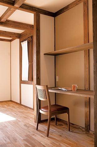 サイエンスホーム【1000万円台、子育て、収納力】主寝室とウォークインクローゼットの間に設けたファミリースペース。書斎、趣味室などマルチユースできそうなワクワクする空間